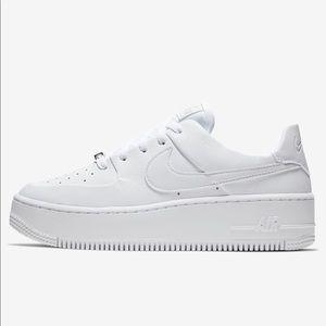 White Nike Air-force Ones. Platform soul.